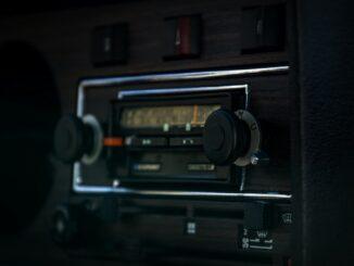 montering af bilradio pris